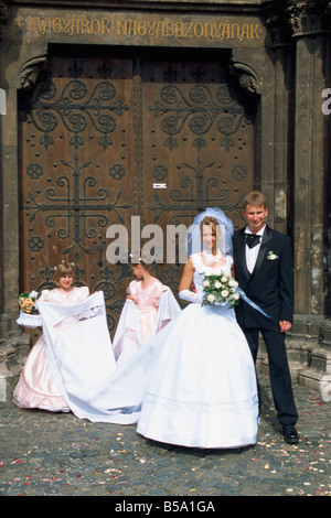 Wedding near Matayas Tempiom in the castle area of old Buda, Budapest, Hungary, Europe - Stock Photo