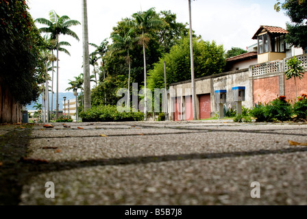 A low angle view of an empty street in the urban city of San Jose Costa Rica Photo taken 31 AUG 08 in San Jose Costa - Stock Photo