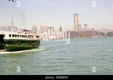 The star ferry leaves Hong Kong island and heads to Tsim Sha Tsui, Kowloon - Stock Photo