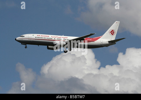 Air Algerie Boeing 737-800 on approach - Stock Photo