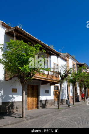 TEROR VILLAGE STREET Original historic village houses with typical wooden balconies in Teror Gran Canaria, Canary - Stock Photo
