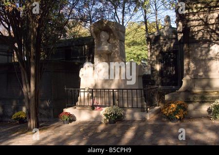 Père Lachaise Cemetery Paris - Stock Photo