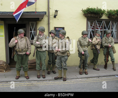 annual ww2 wartime weekend pickering north yorkshire, american soldiers on the street outside pub - Stock Photo