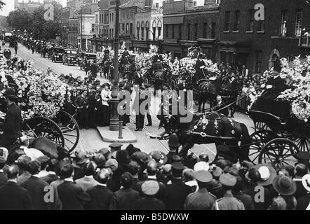 World War One A procession of horse drawn hearses carrying school children killed during an air raid over London - Stock Photo