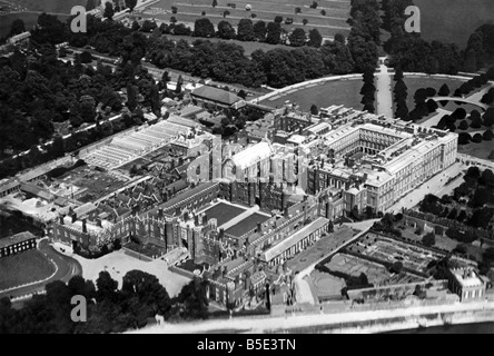 Hampton Court Palace seen from the air. October 1946 P003312 - Stock Photo