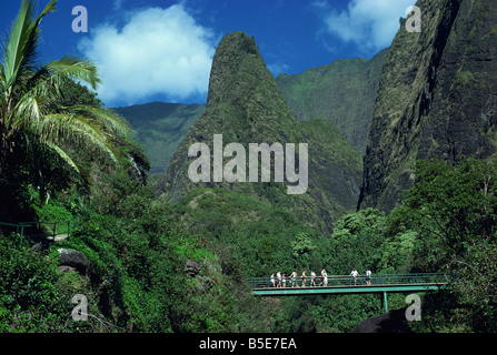 Tourists crossing bridge under the Maui Iao Needle Hawaii USA A Tovy - Stock Photo