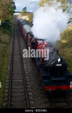 The LMS Jubilee class 5690  'Leander' Steam Locomotive Train on the Great Central Railway between Loughborough and - Stock Photo