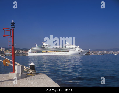 Royal Caribbean International Cruise Ship 'Navigator of the Seas' ( 311 meters ) in the Port of Palma de Mallorca. - Stock Photo
