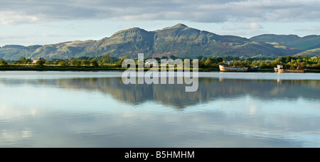 View from South Alloa over the River Forth to Dumyat in the Ochils, Clackmannanshire, Scotland, UK. - Stock Photo