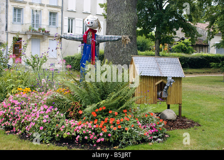 A Scarecrow on the outskirts of Nérac near Toulouse in South West France - Stock Photo