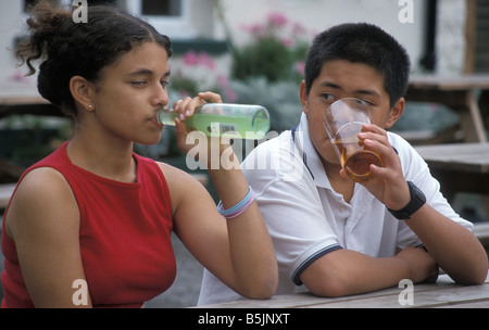teenage-boy-and-girl-drinking-alcohol-ou