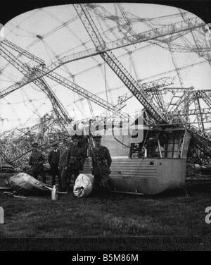 2 G55 B1 1916 5 Shot down Ger Zeppelin England Photo History World War 1 Aerial war Wreck of a German Zeppelin shot - Stock Photo