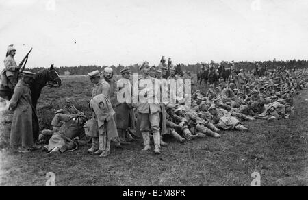 2 G55 K1 1915 16 German POWs French cavalry WWI 1915 History World War I Prisoners of war German soldiers under - Stock Photo