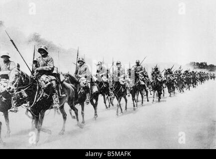 2 G55 W1 1918 27 E German cavalry adavnaces WWI 1918 History World War I Western Front The German offensive in the - Stock Photo