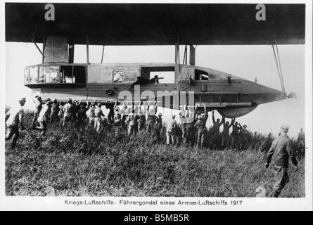 2 V30 L1 1917 1 E Pilot nacelle of an army airship Transport Air travel Airships Military airships Pilot nacelle - Stock Photo