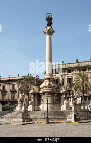 Piazza San Domenico with column, Palermo, Sicily - Stock Photo