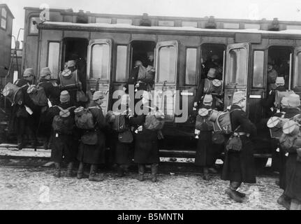 8 1914 0 0 A4 5 WWI Transport of the militia photo World War I Transport of troops at a Berlin station departure - Stock Photo