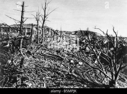 9 1916 3 15 A1 E Battle near Verdun View of Fort Vaux World War I Western Front Battle near Verdun 1916 View of - Stock Photo