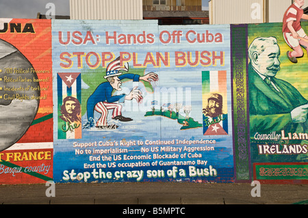 Republican/Nationalist mural on Divis Street/Falls Road. 'USA: Hands off Cuba.  Stop Plan Bush' - Stock Photo