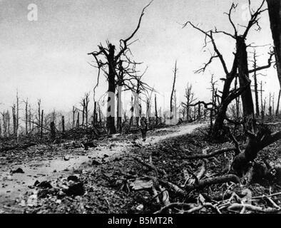 9FK 1916 7 26 A2 E Battle of Verdun Bombed streets World War I France Battle of Verdun 1916 The streets at Fort - Stock Photo
