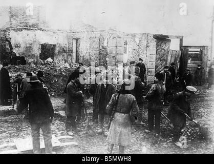 Russian prisoners of war in Poland 1916 World War 1 1914 18 Polish Russian war Labour duties of Russian prisoners - Stock Photo
