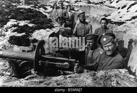 9RD 1915 8 0 A1 E Russians in trench 1915 World War One Russia Russian position in the Grodno area August 1915 Soldiers - Stock Photo