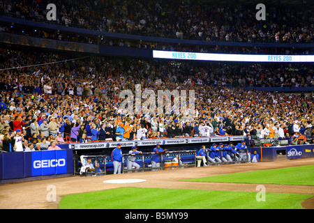 Chicago Cubs dugout and Shea Stadium fans react to a base clearing triple by New York Mets shortstop Jose Reyes - Stock Photo