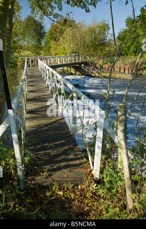 Footbridge over Sulhampstead Weir on River Kennet near Reading Berkshire Uk - Stock Photo