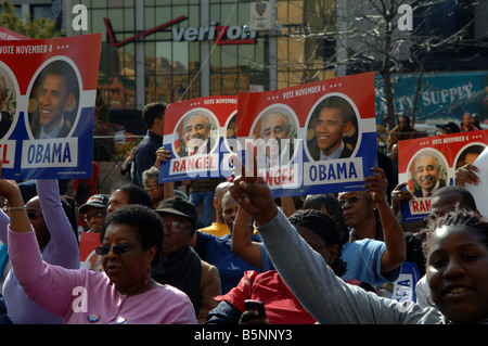 Hundreds of supporters rally in front of the Harlem State Office Building in New York for Barack Obama - Stock Photo