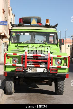 Vintage Land Rover breakdown truck in Dakhla Western Sahara - Stock Photo
