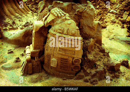R2D2 robot android intelligence star wars crumbling broken old ancient concept fiesa sand sculpture portugal sci - Stock Photo