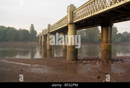 Barnes Railway Bridge crossing the River Thames at Chiswick Stock Photo