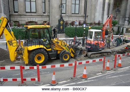 CONSTRUCTION London digging the roads road dig workers men male street repair repairing maintenance workmen - Stock Photo