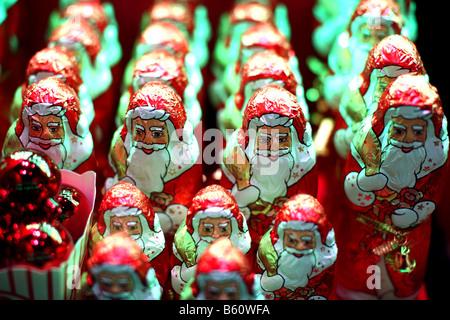 Lindt chocolate Santa Claus on display in Selfridges window - Stock Photo