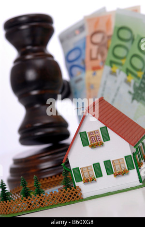 Judge's gavel, miniature house and cash notes, symbolic image of an auction by order of the court - Stock Photo