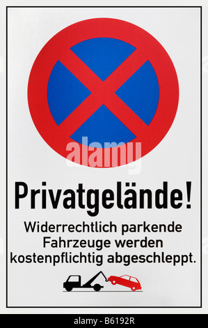Parking forbidden sign reading Private property, illegally parked vehicles will be towed at the owners expense - Stock Photo