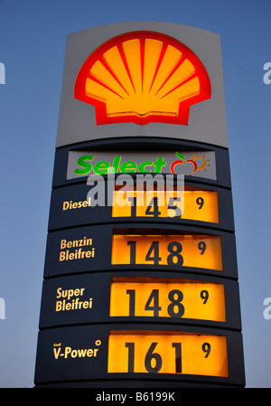 E85 Gas Stations >> shell petrol gas station stations filling garage 7 eleven 11 seven Stock Photo: 86104327 - Alamy