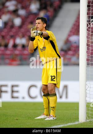 Alexander Stolz, goal keeper, VfB Dtuttgart, shouting orders to the defence - Stock Photo