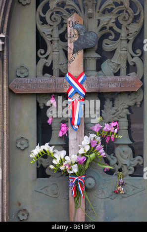 Original WW1 Burial Cross tied to a family tomb in Montparnasse Cemetery Paris France - Stock Photo