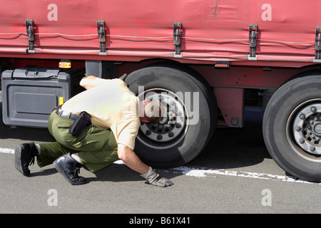 Policeman controlling a truck - Stock Photo