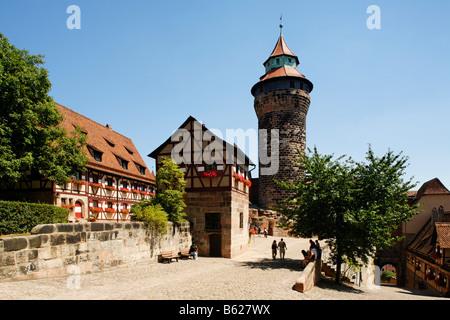 Nuremberg Castle or Kaiserburg, fore-court, half-timbered houses, deep well, Sinnwellturm Tower, historic city centre, - Stock Photo