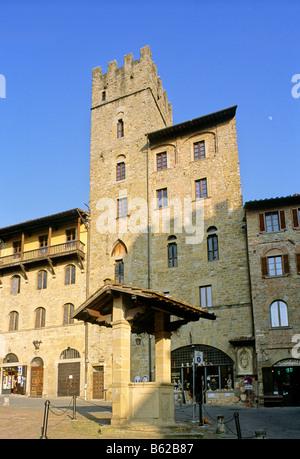 Cistern in front of the Palazzo Lappoli, Piazza Grande, Arezzo, Tuscany, Italy, Europe - Stock Photo