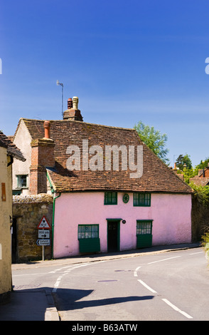 Cottage - small old medieval pink house in Shere, Surrey, England, UK painted pink - Stock Photo