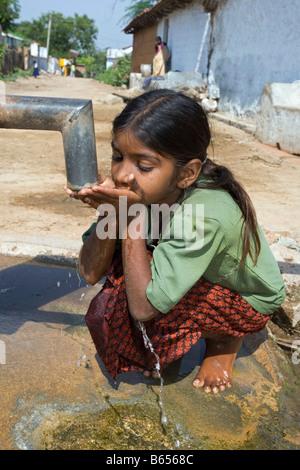 India, near Hyderabad, Andhra Pradesh, Countryside near Nalgonda, Drinking water from well. - Stock Photo