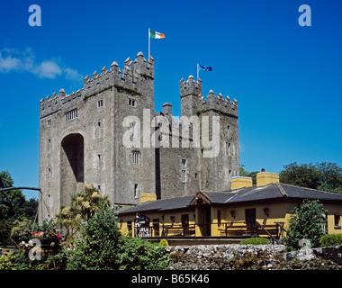1379 Bunratty Castle Co Clare Republic of Ireland - Stock Photo