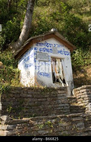 Buddhist shrine near Ghandruk village above the Modi river valley in the Annapurna range in the Himalayas, Nepal - Stock Photo