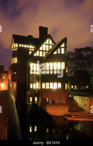 'Jerwood Library' at night, Trinity Hall, Trinity College Cambridge University overlooking the River Cam. - Stock Photo