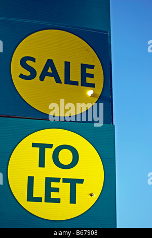 estate agent signs stating to let and sale, in isleworth, west london, england - Stock Photo