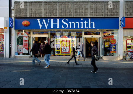 WH Smith newsagent stationers and Post Office on Gallowtree Gate in Leicester City - Stock Photo