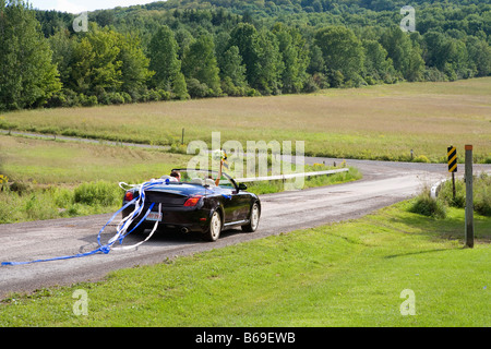 Newlywed couple in a car, East Meredith, New York State, USA - Stock Photo